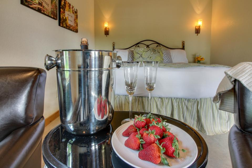 Wine Country Cottages on Main: Cuvee - Fredericksburg Vacation Rental - Photo 4