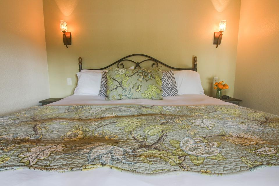 Wine Country Cottages on Main: Cuvee - Fredericksburg Vacation Rental - Photo 8
