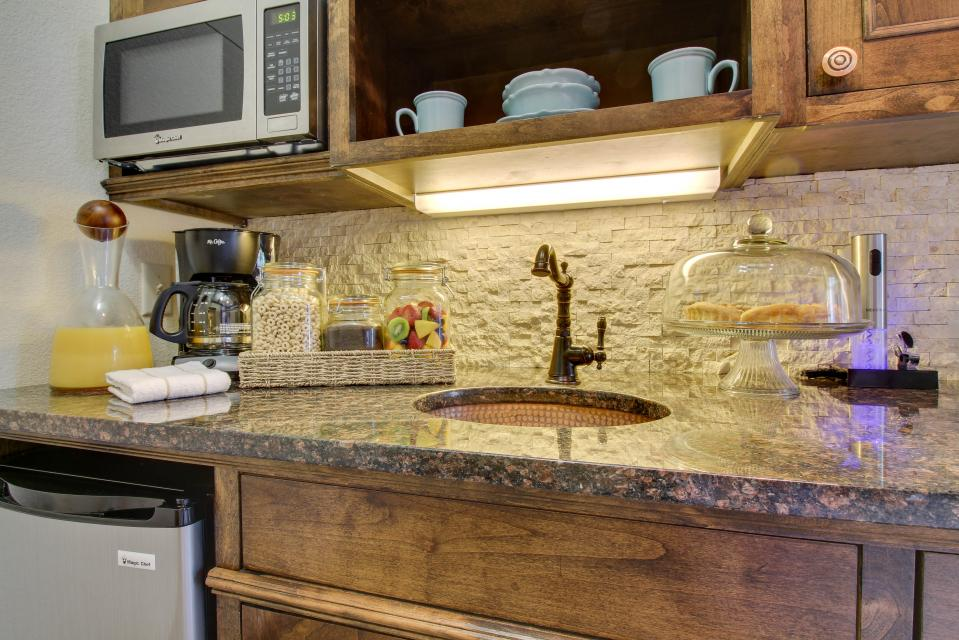 Wine Country Cottages on Main: Cuvee - Fredericksburg Vacation Rental - Photo 9