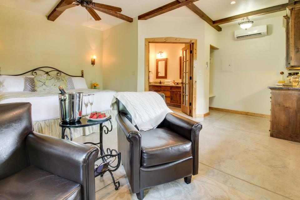 Wine Country Cottages on Main: Cuvee - Fredericksburg Vacation Rental - Photo 6