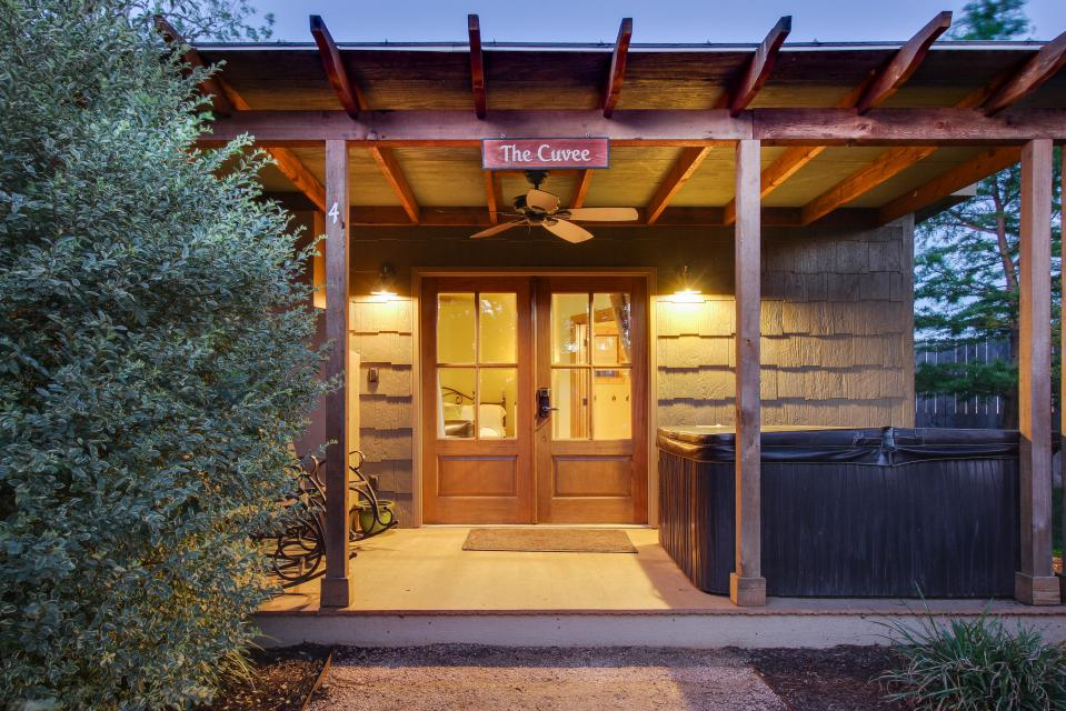 Wine Country Cottages on Main: Cuvee - Fredericksburg Vacation Rental - Photo 16