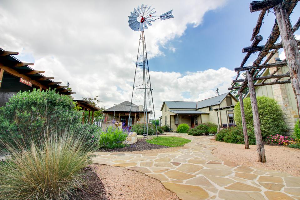 Wine Country Cottages on Main: Cuvee - Fredericksburg Vacation Rental - Photo 21