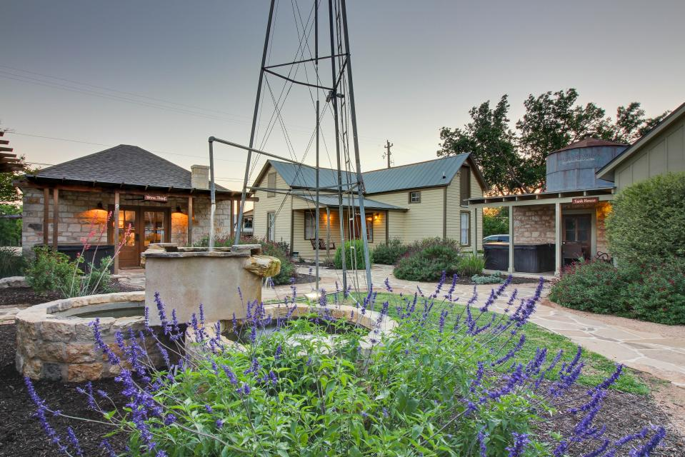 Wine Country Cottages on Main: Cuvee - Fredericksburg Vacation Rental - Photo 24