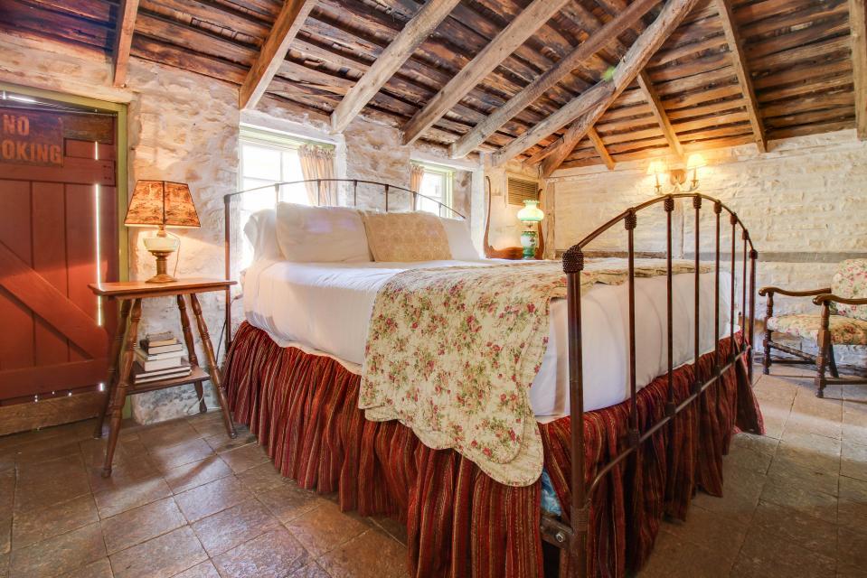 Wine Country Cottages On Main Loeffler Weber 1 Bd