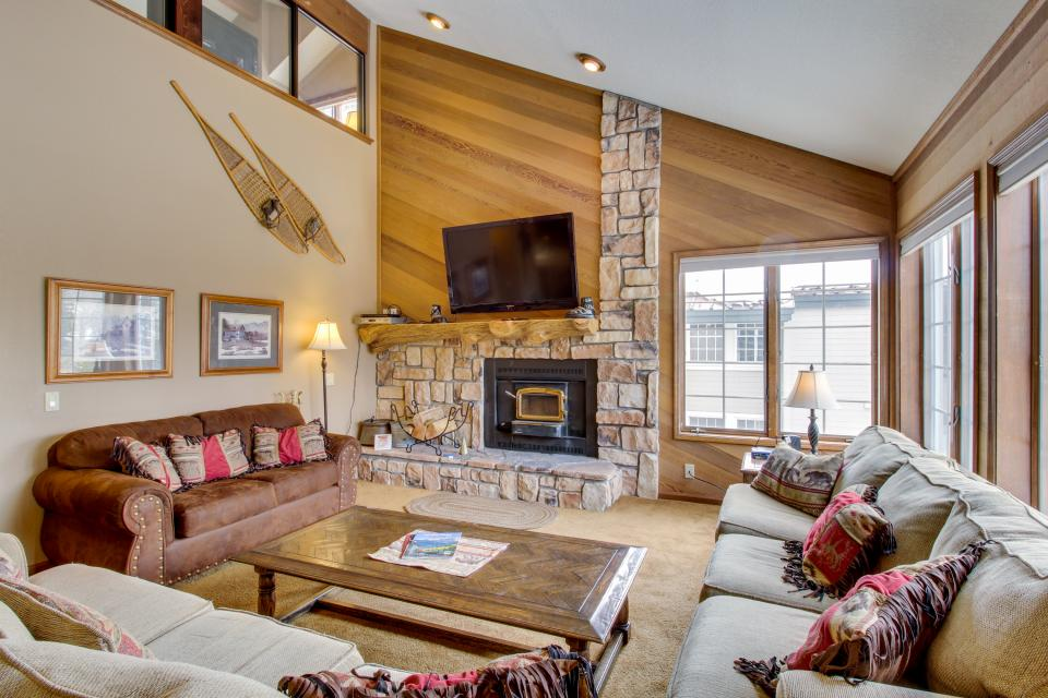 Sierra Megeve 13 - Mammoth Lakes - Take a Virtual Tour