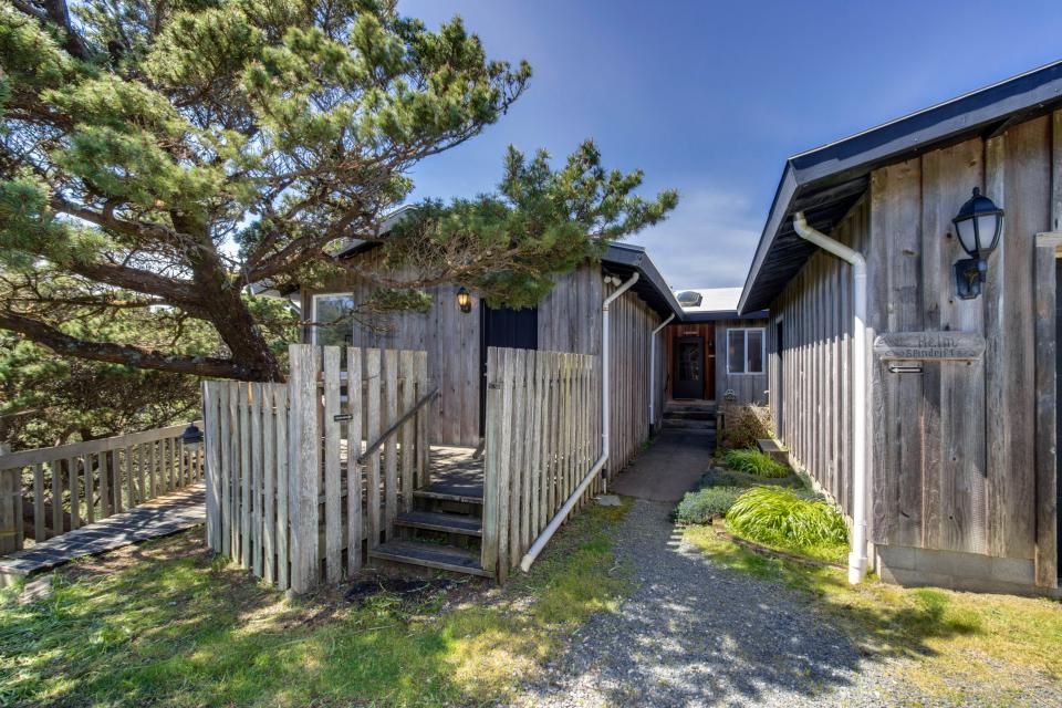 Spindrift Oceanfront Home - The Helm - Bandon Vacation Rental - Photo 24