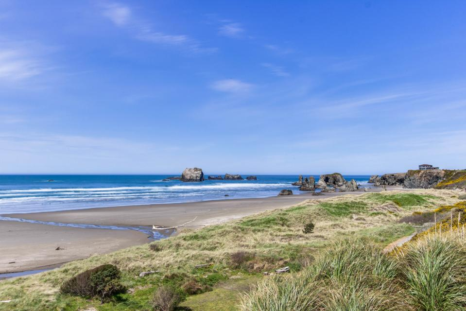 Spindrift Oceanfront Home - The Helm - Bandon Vacation Rental - Photo 2