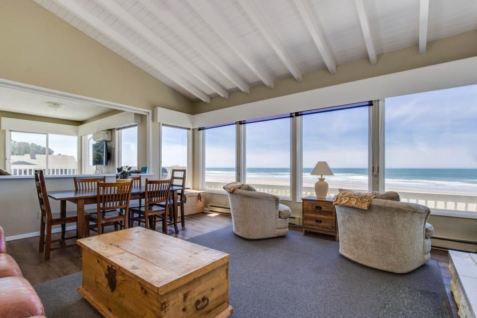 Spindrift Oceanfront Home - The Helm - Bandon Vacation Rental - Photo 3