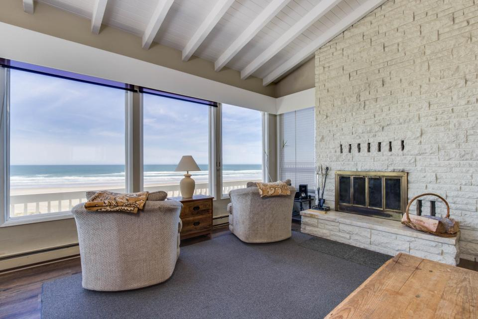 Spindrift Oceanfront Home - The Helm - Bandon Vacation Rental - Photo 5