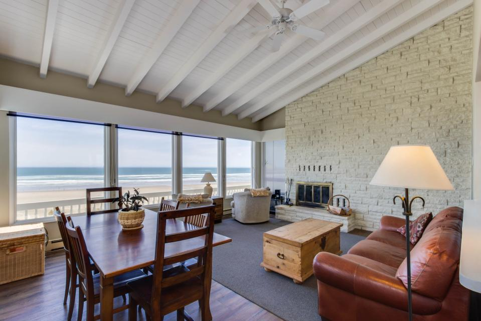 Spindrift Oceanfront Home - The Helm - Bandon Vacation Rental - Photo 4
