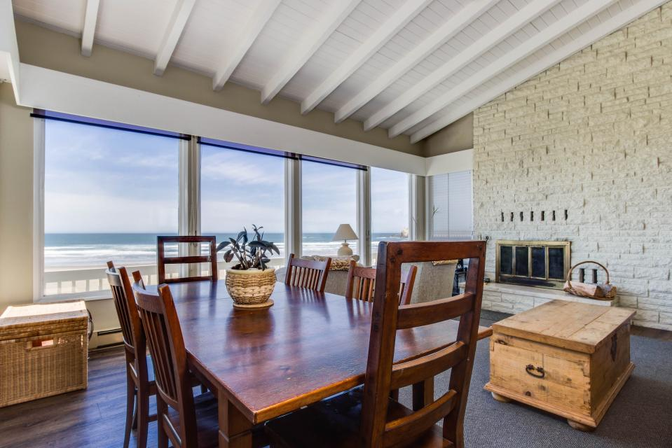 Spindrift Oceanfront Home - The Helm - Bandon Vacation Rental - Photo 8