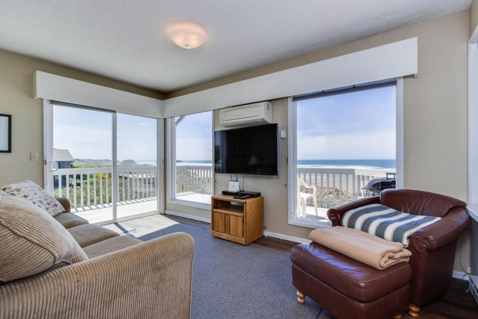 Spindrift Oceanfront Home - The Helm - Bandon Vacation Rental - Photo 11