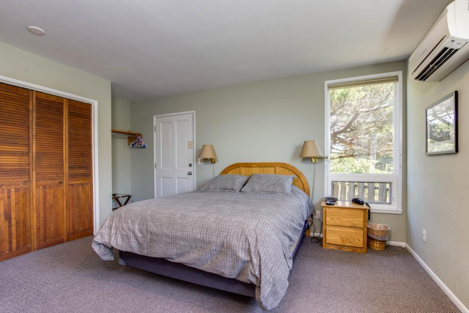Spindrift Oceanfront Home - The Helm - Bandon Vacation Rental - Photo 16