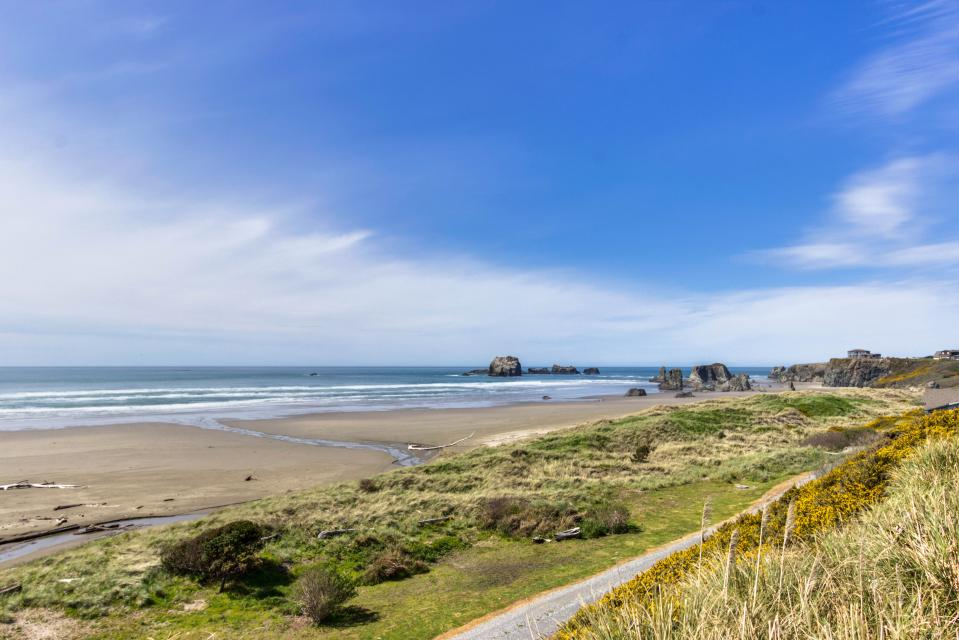 Spindrift Oceanfront Home - The Starboard - Bandon Vacation Rental - Photo 2