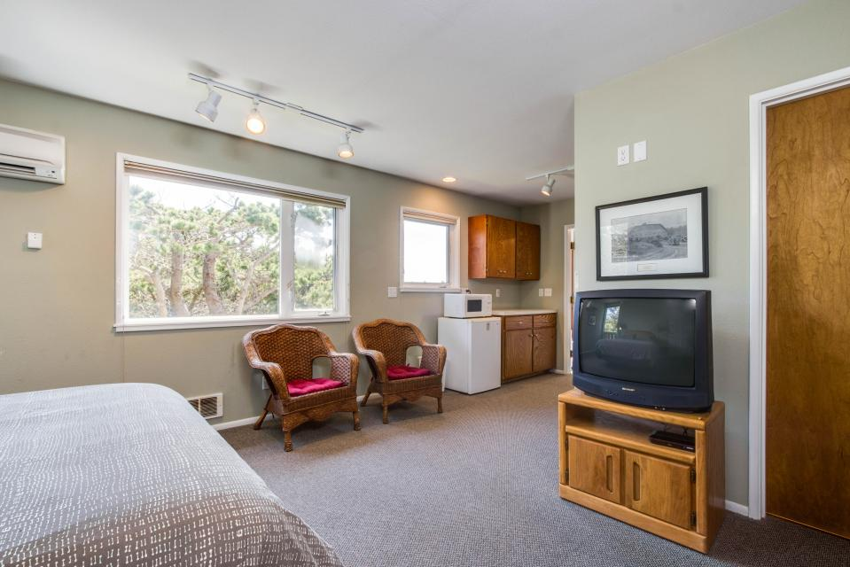 Spindrift Oceanfront Home - Bandon Vacation Rental - Photo 13