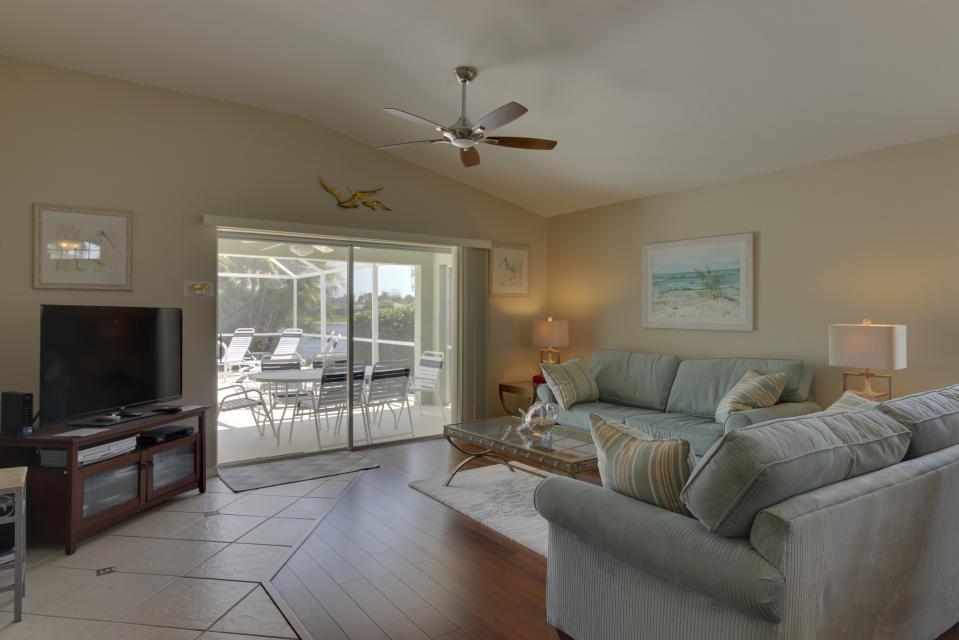 Heron's Nest Getaway - Fort Myers Vacation Rental - Photo 6