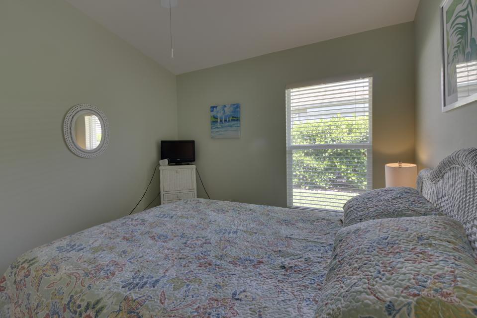 Heron's Nest Getaway - Fort Myers Vacation Rental - Photo 17