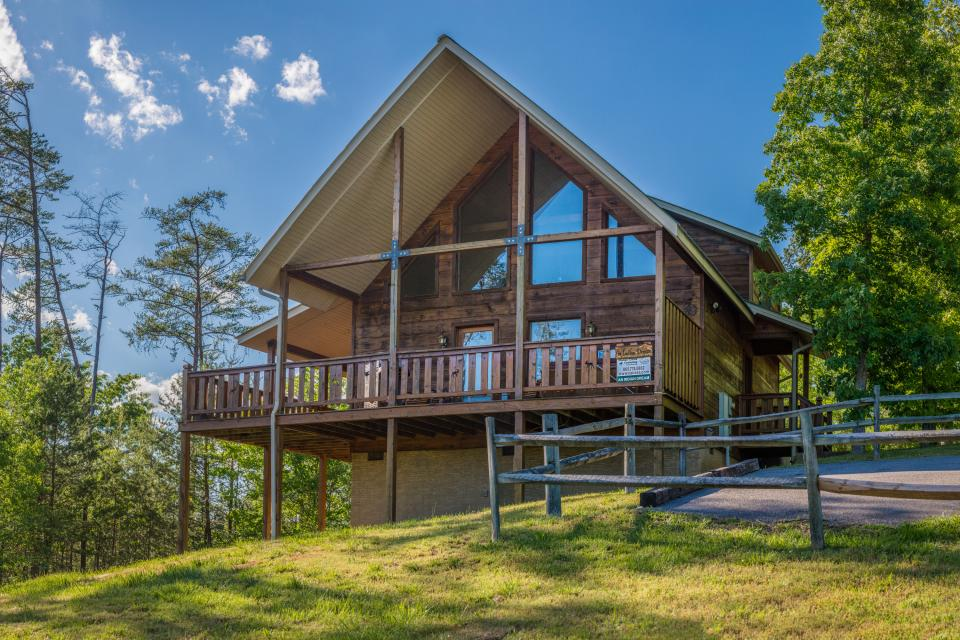 An Indian Dream Cabin   Vacation Rental   Photo. Smoky Mountains Cabins  Vacation Rentals   Vacasa