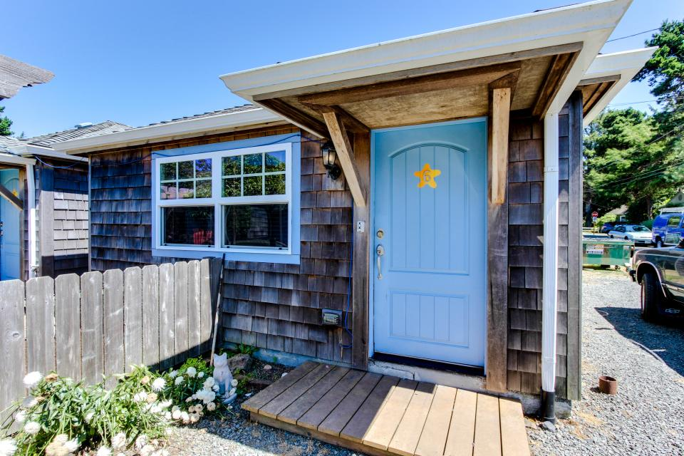 Hidden villa cottage 1 the nautical cottage 1 bd for Beach house rentals cannon beach