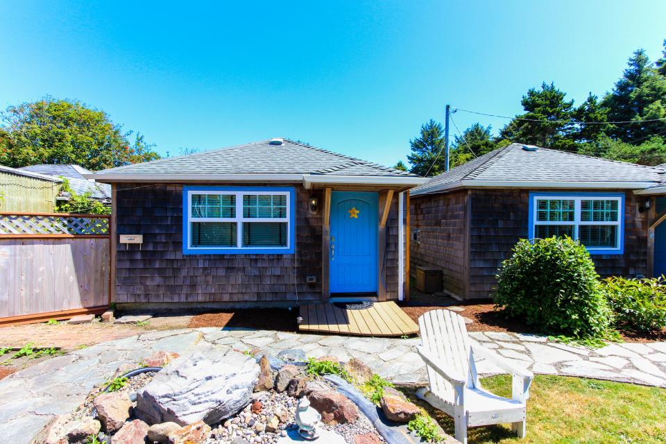 Hidden Villa Cottage #5 - The Sunflower Cottage - Cannon Beach Vacation Rental - Photo 22