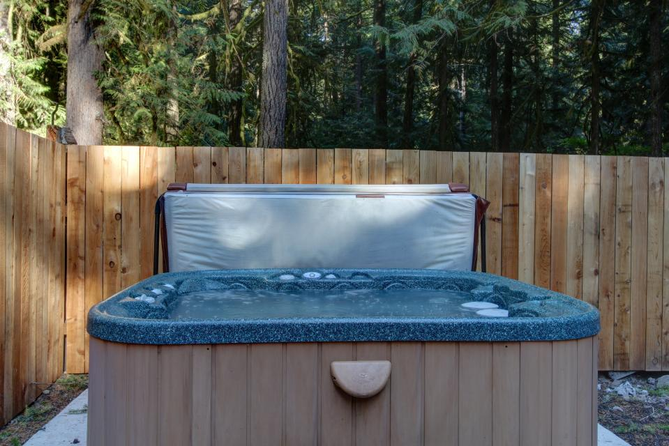The Sharp Cabin - Rhododendron Vacation Rental - Photo 2