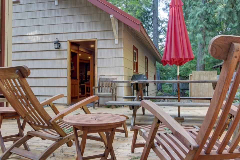 The Sharp Cabin - Rhododendron Vacation Rental - Photo 3