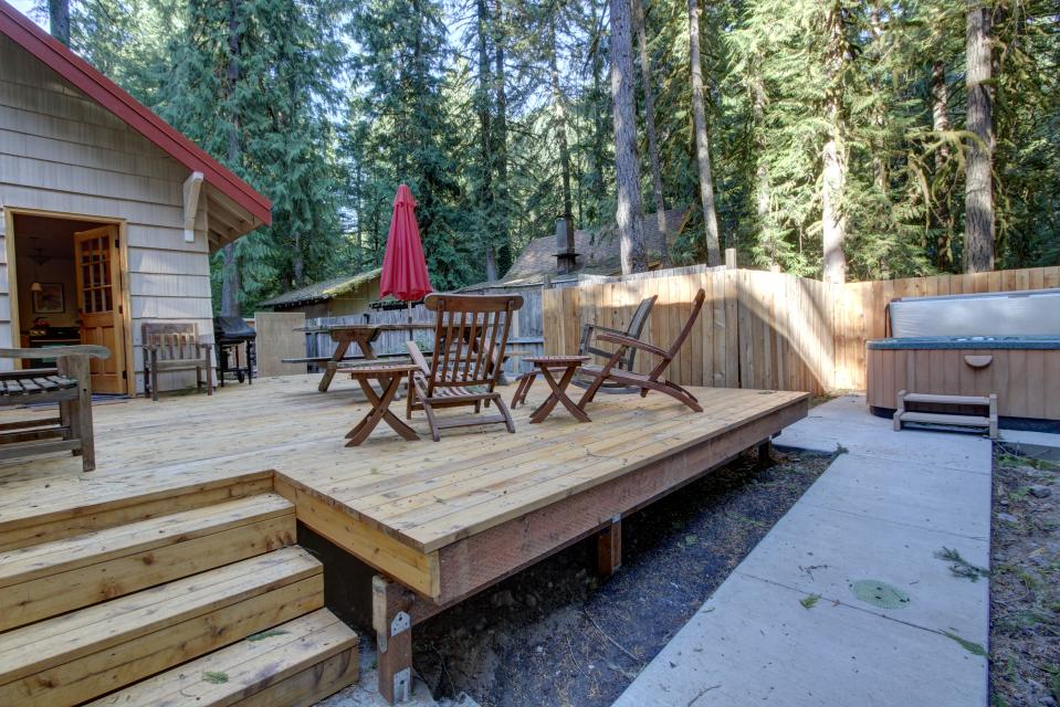 The Sharp Cabin - Rhododendron Vacation Rental - Photo 4