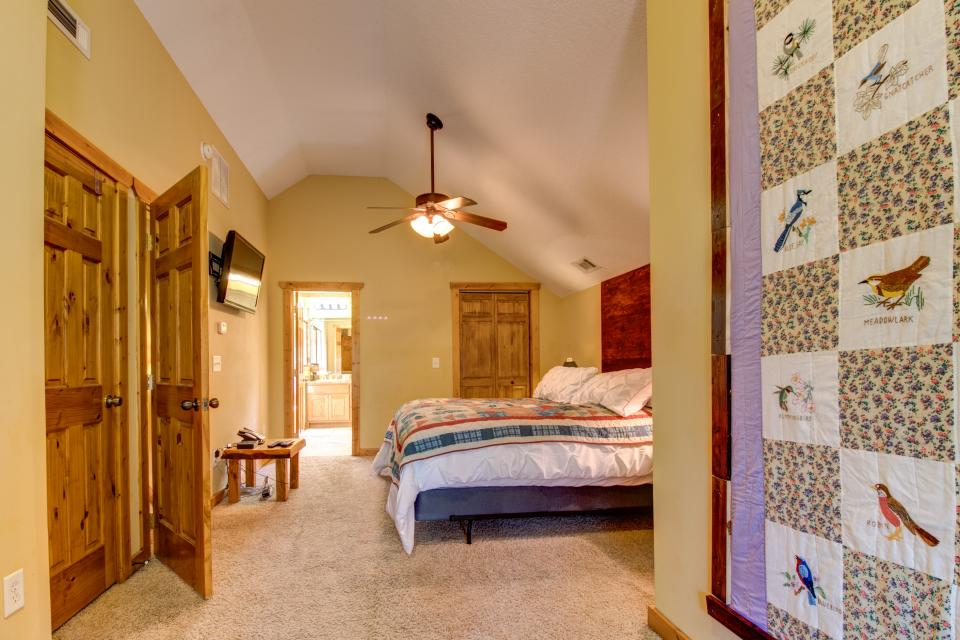 The Bird and  the Bear - Talking Rock Vacation Rental - Photo 40