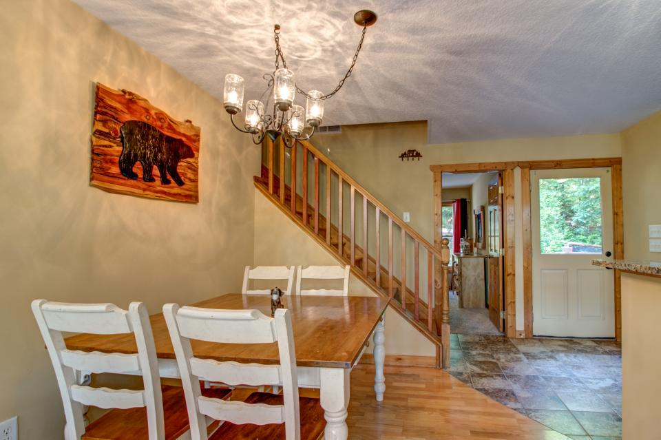 The Bird and  the Bear - Talking Rock Vacation Rental - Photo 32