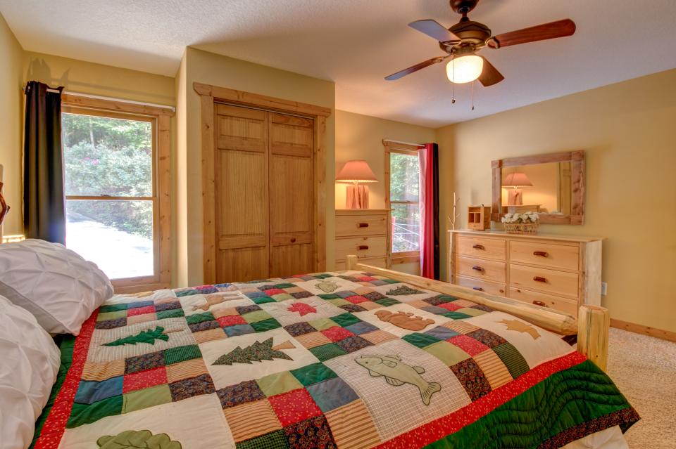 The Bird and  the Bear - Talking Rock Vacation Rental - Photo 26