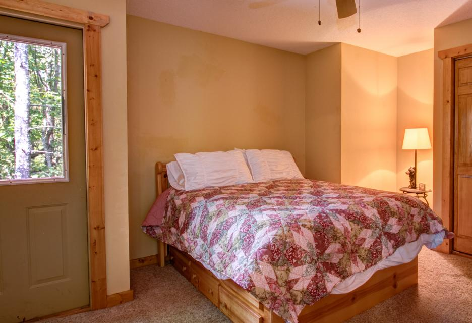 The Bird and  the Bear - Talking Rock Vacation Rental - Photo 23
