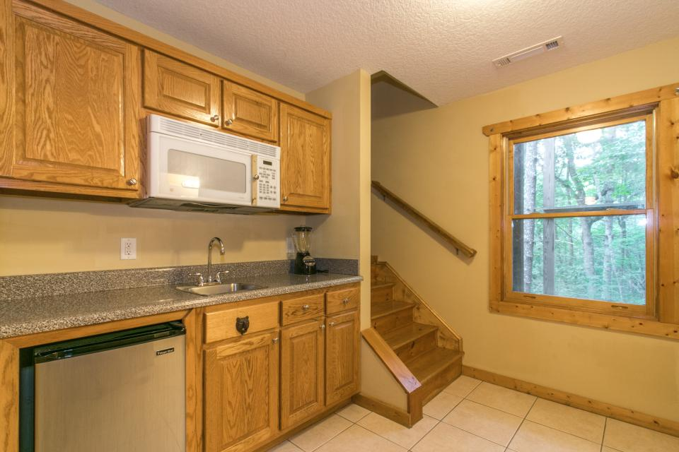 The Bird and  the Bear - Talking Rock Vacation Rental - Photo 15