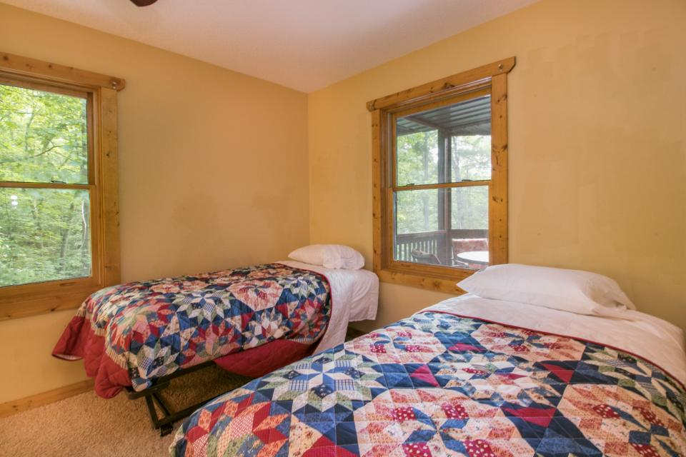 The Bird and  the Bear - Talking Rock Vacation Rental - Photo 21