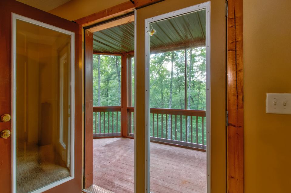 The Bird and  the Bear - Talking Rock Vacation Rental - Photo 13