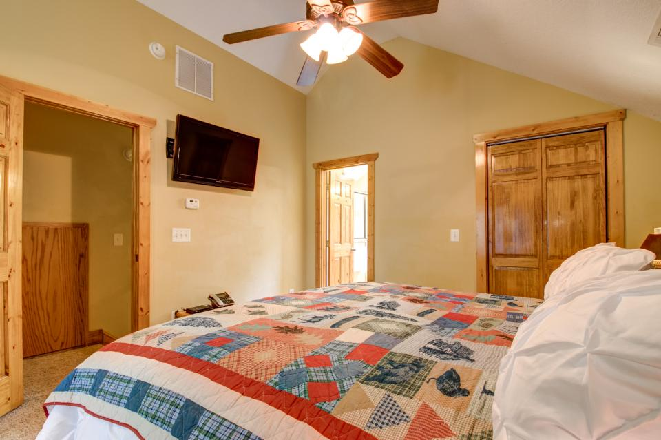 The Bird and  the Bear - Talking Rock Vacation Rental - Photo 17