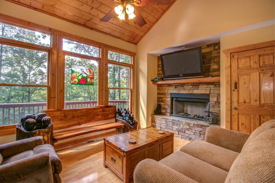 The Bird and  the Bear - Talking Rock Vacation Rental - Photo 2