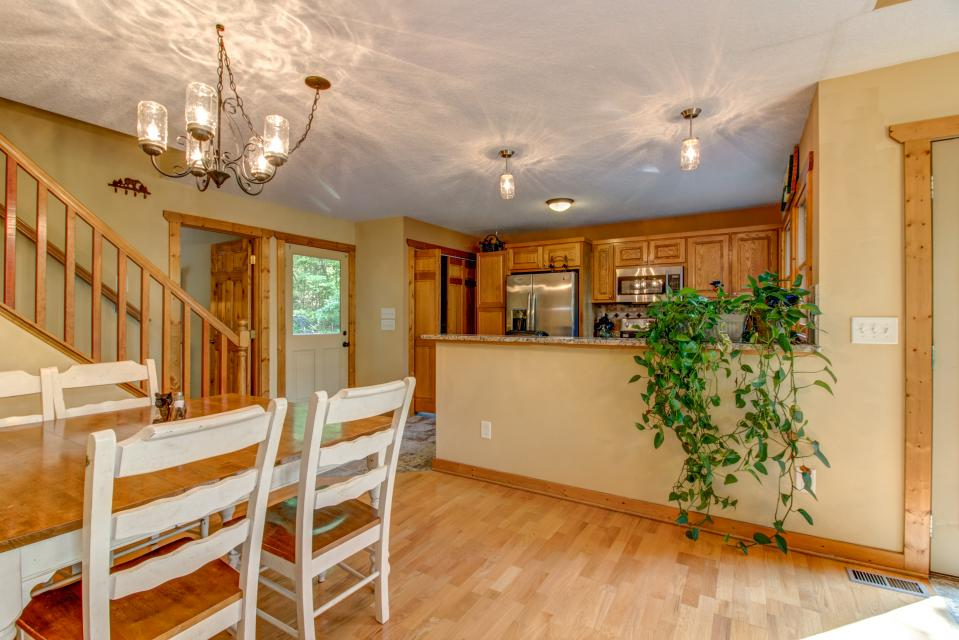 The Bird and  the Bear - Talking Rock Vacation Rental - Photo 7