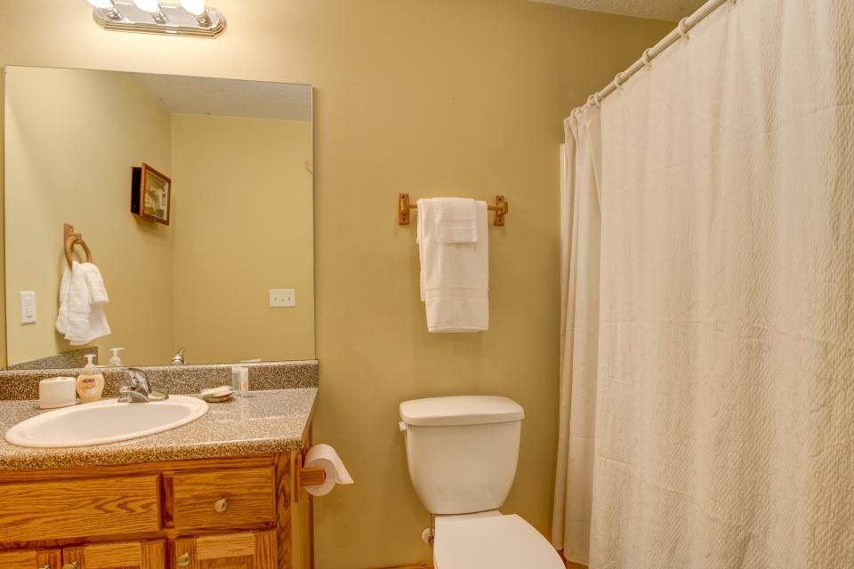 The Bird and  the Bear - Talking Rock Vacation Rental - Photo 39