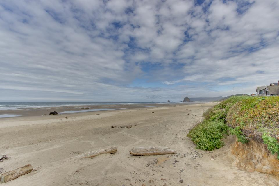 Whispering sands 3 bd vacation rental in cannon beach for Beach house rentals cannon beach