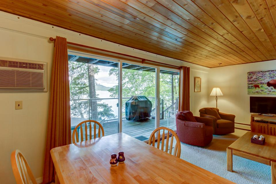 Bay Point Lakefront 2C Down - Whitefish Vacation Rental - Photo 7