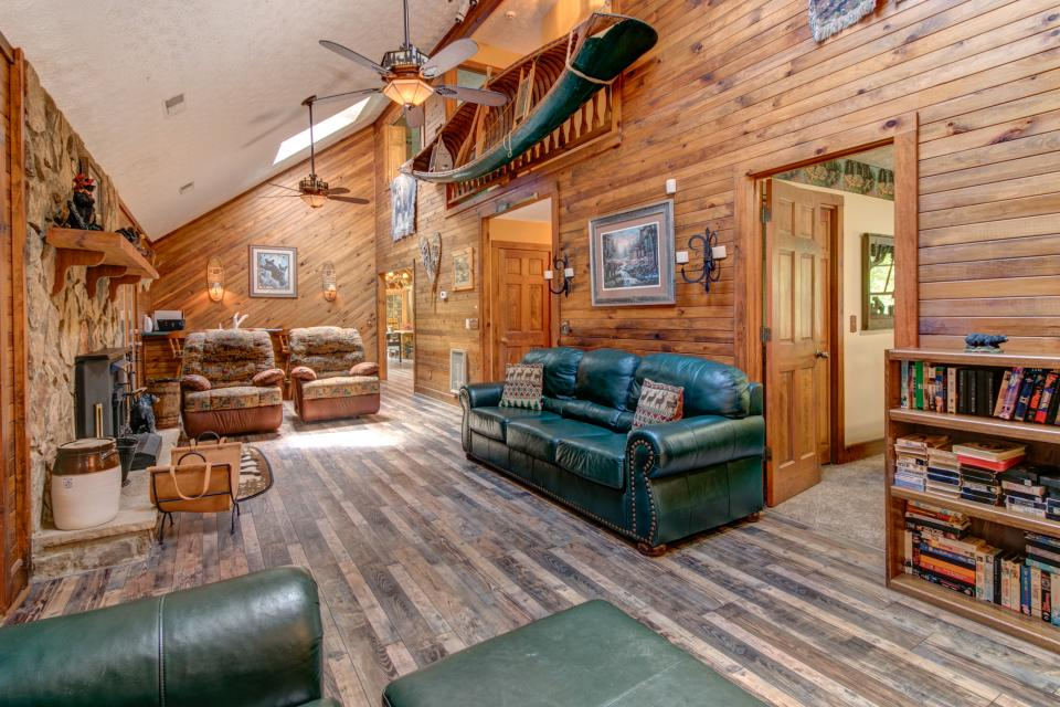 Weeks Creek Lodge - Blue Ridge Vacation Rental - Photo 32