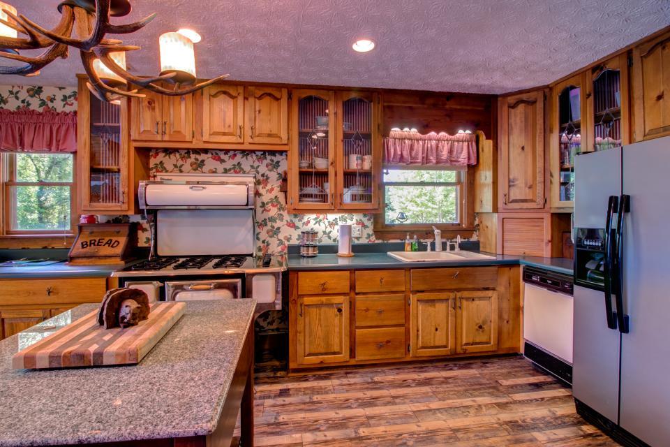 Weeks Creek Lodge - Blue Ridge Vacation Rental - Photo 31