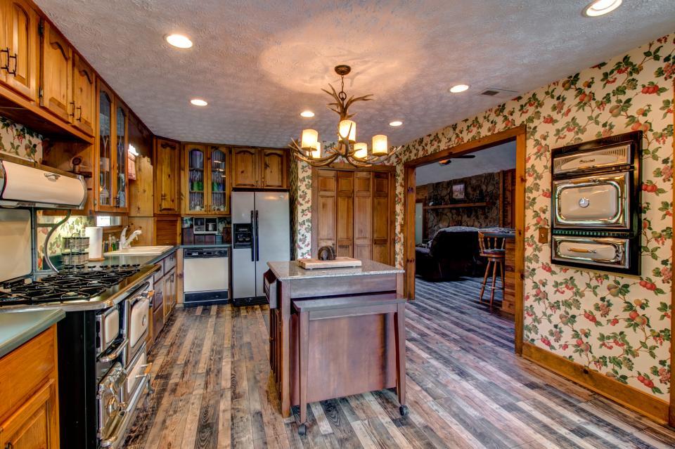 Weeks Creek Lodge - Blue Ridge Vacation Rental - Photo 30