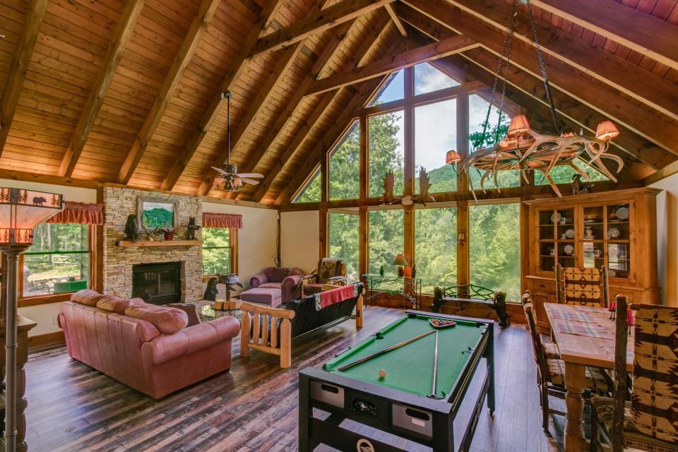 Weeks Creek Lodge - Blue Ridge Vacation Rental - Photo 2
