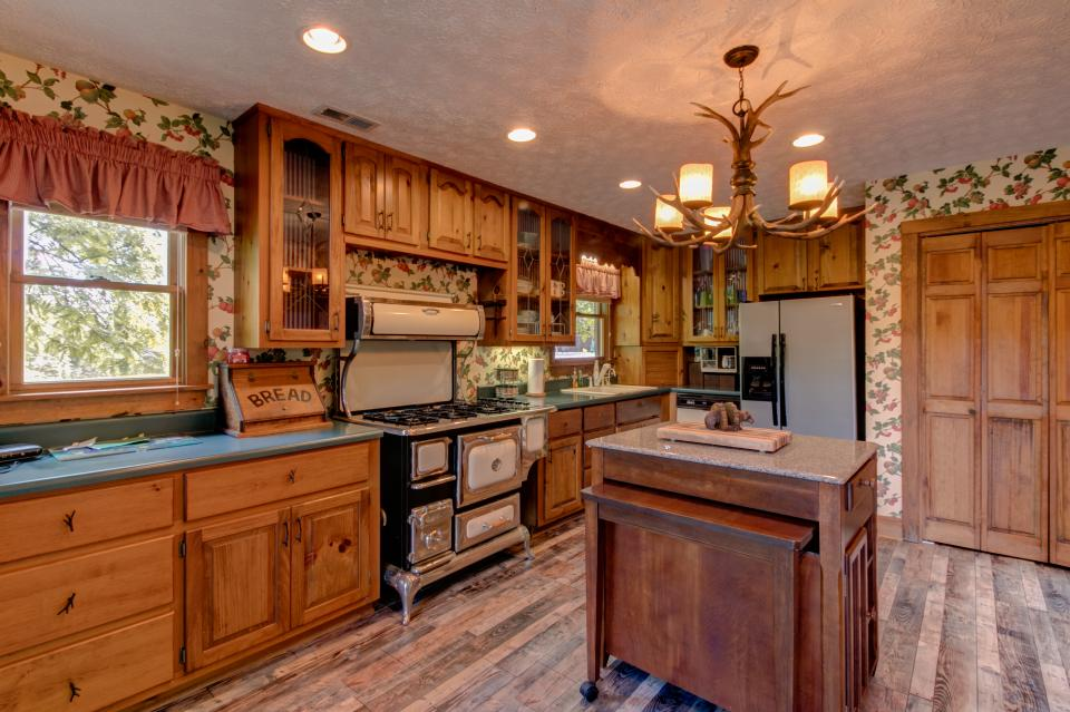 Weeks Creek Lodge - Blue Ridge Vacation Rental - Photo 8