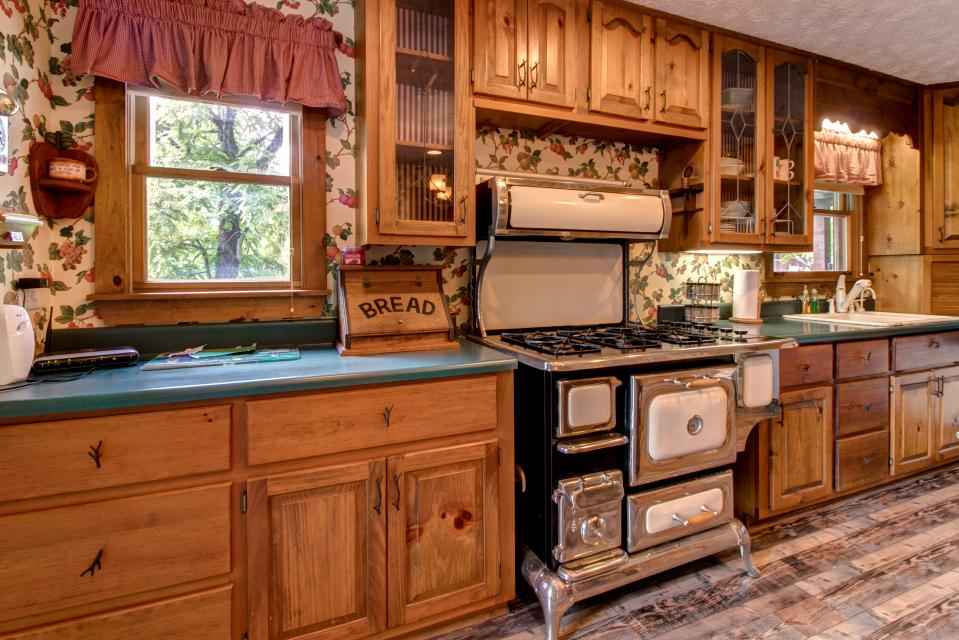 Weeks Creek Lodge - Blue Ridge Vacation Rental - Photo 7