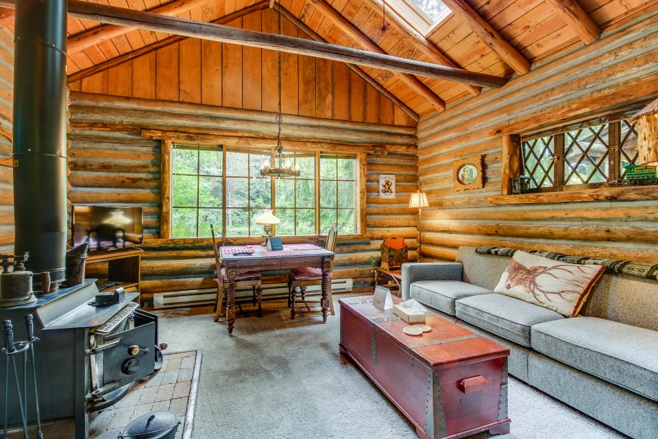 Log Cabin - Greenbank Vacation Rental - Photo 8