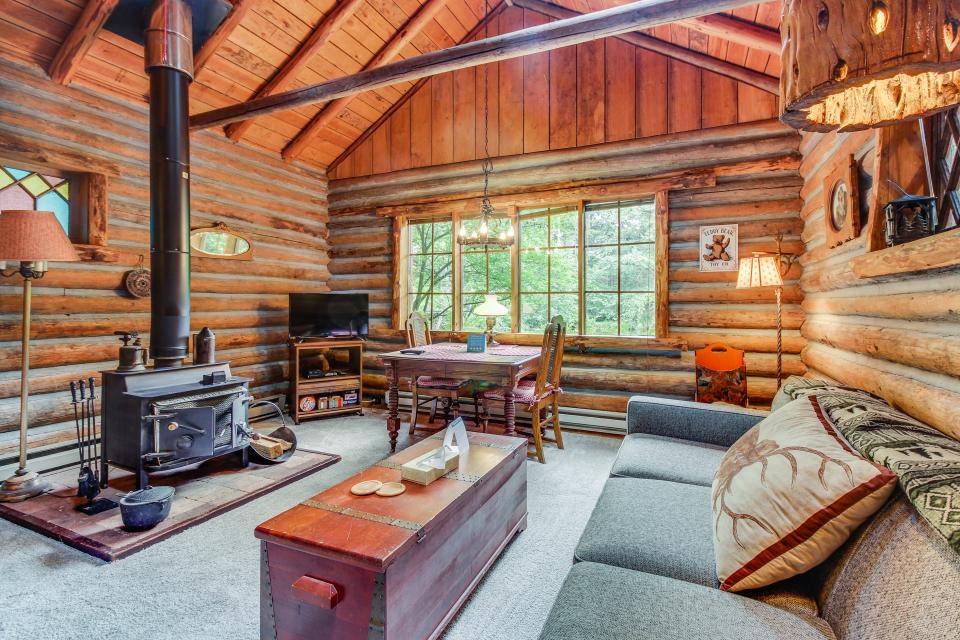 Log Cabin - Greenbank Vacation Rental - Photo 7