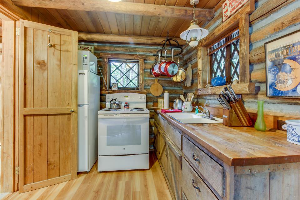Log Cabin - Greenbank Vacation Rental - Photo 13