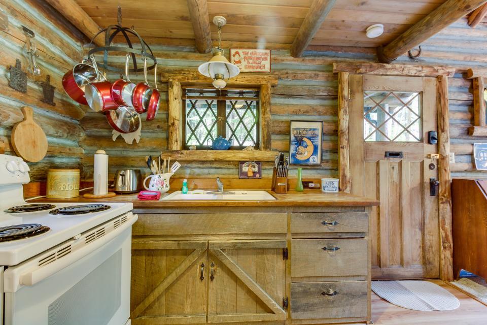 Log Cabin - Greenbank Vacation Rental - Photo 15